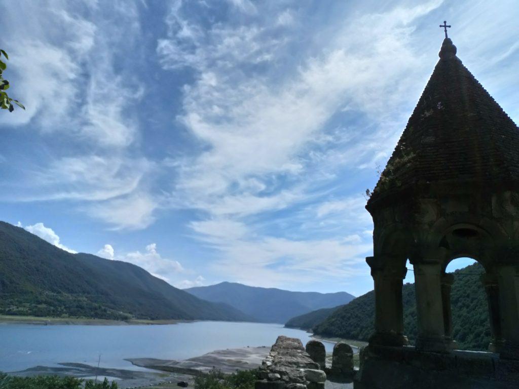 Ananuri Jinvali lake