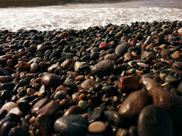 Batumi_meet-ge_stones